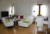 Reference dřevostavby na klíč - obývací pokoj s prostorem pro společné stolování