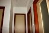 Reference dřevostavby na klíč - chodba, obložky a dveřní křídla atypicky v jiném dezénu
