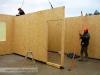 montáž panelových stěn dřevostavby (výstavba Hradec Králové, Stěžírky)
