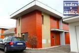 Zděný řadový dům 3+kk s terasou, garáží a stáním, Hradec Králové - Věkoše