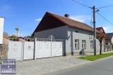 Rodinný dům 4+kk k rekonstrukci s pěkným velkým pozemkem, Dobřenice